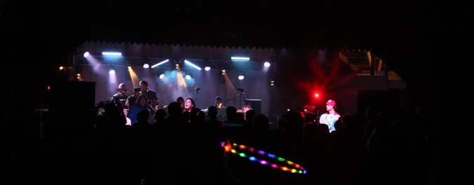 view-from-crowd-full-stage-and-hoop-1280x500